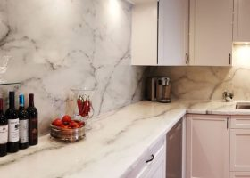 epoxy-countertop-bookmatch-backsplash